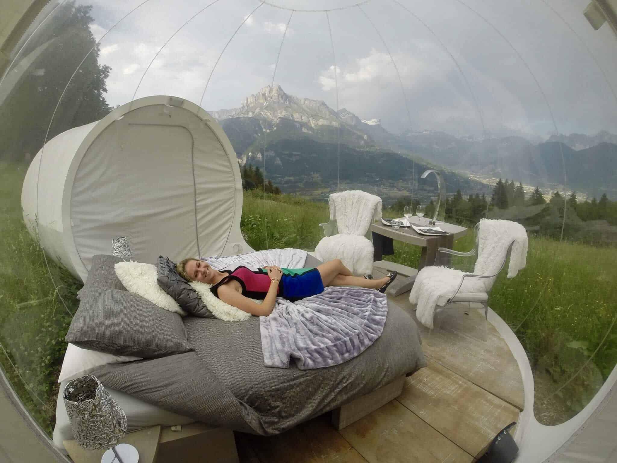 dormir dans une bulle face au mont blanc combloux. Black Bedroom Furniture Sets. Home Design Ideas